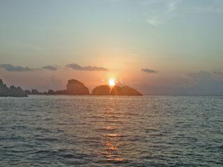 船からの朝日